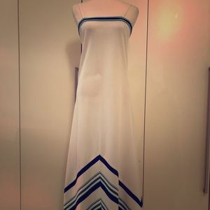 Dresses & Skirts - Vintage white maxi. Perfect vacation dress!